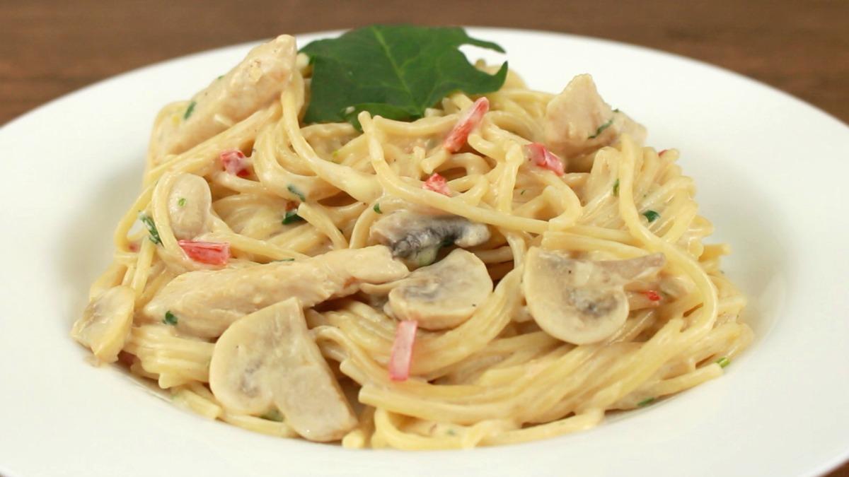 Spaghetti pollo champinon